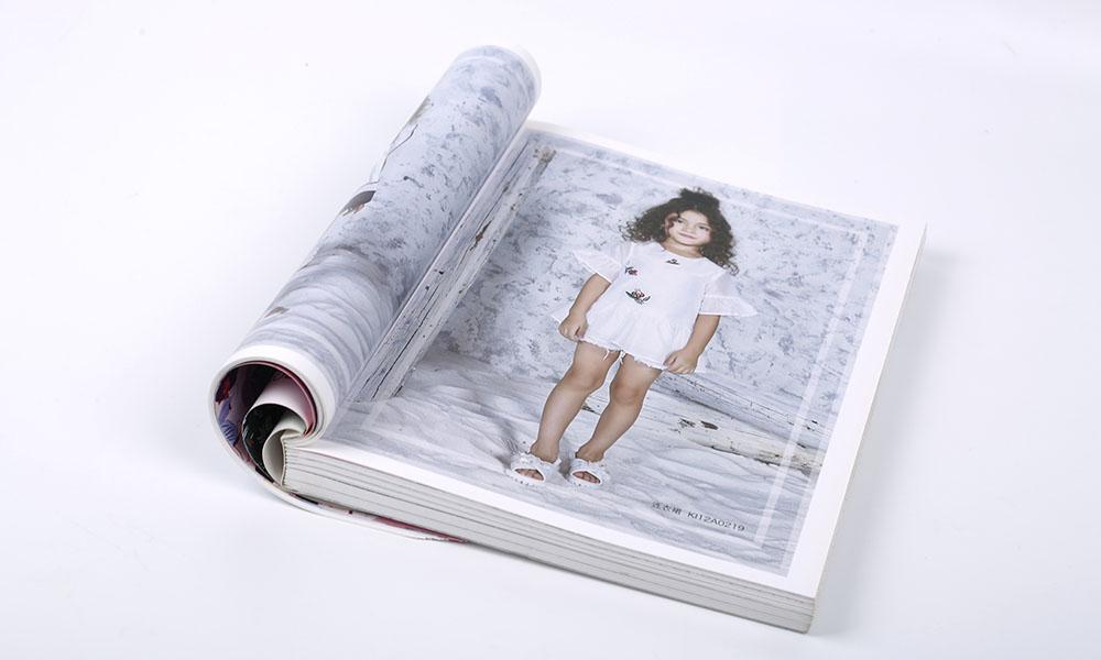 夏天服装画册设计